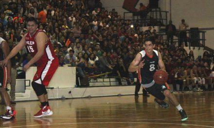Aztecas y Águilas dividieron triunfos en el Clásico Universitario